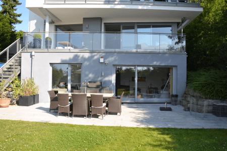 **Killesberg: Familienwohnung im Erdgeschoss mit Terrasse und Garten in idyllischer Aussichtslage**