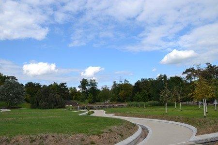 Am Höhenpark Killesberg: SONNIGE Erdgeschosswohnung mit LUXURIÖSER AUSSTATTUNG + 240 m² Privatgarten