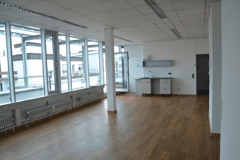 *TOP und Provisionsfrei, ganz oben! Neu renoviertes modernes Büro- mit Terrasse in bester Lage*